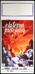 The Day the Earth Caught Fire - Italian Movie Poster (xs thumbnail)