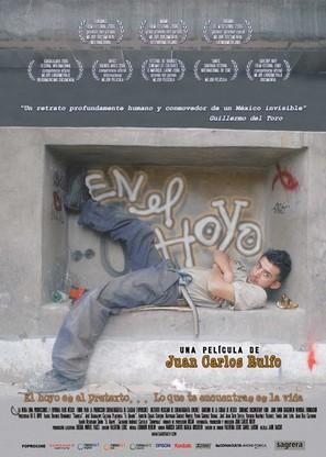 En el hoyo - Spanish poster (thumbnail)