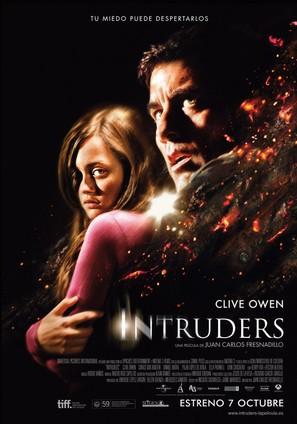 Intruders - Spanish Movie Poster (thumbnail)